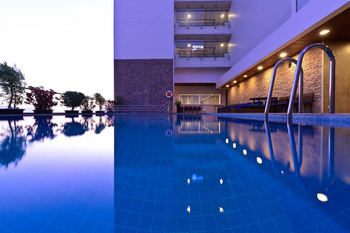 The swimming pool at the Novotel hotel in Nha Trang